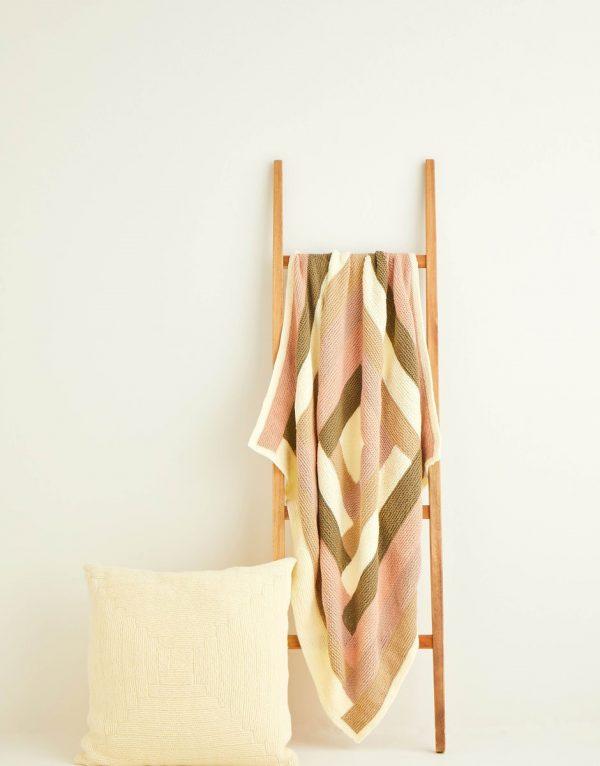 Log cabin blanket knitting pattern Hayfield 10257 Loza Wool Dublin